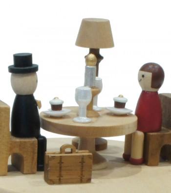Carillon in legno cena romantica da vicino