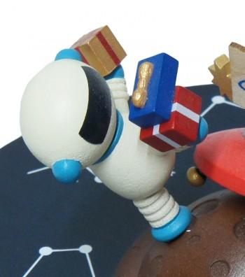 Carillon in legno dettaglio astronauta