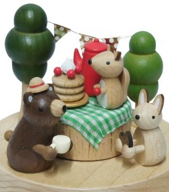 Carillon in legno dettaglio animaletti picnic