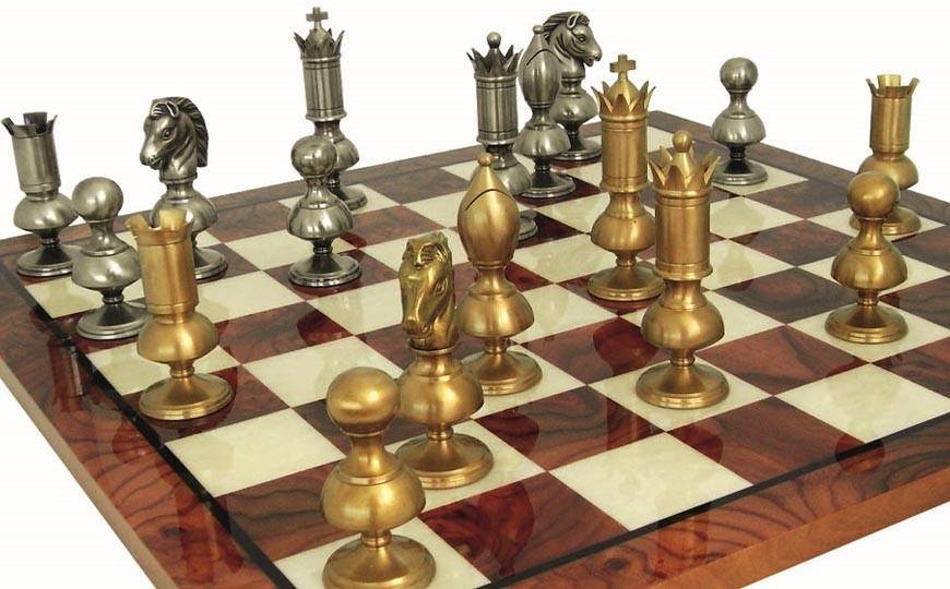 16 scacchi fatti a mano. Scacchi artigianali raccontati da chi li produce.